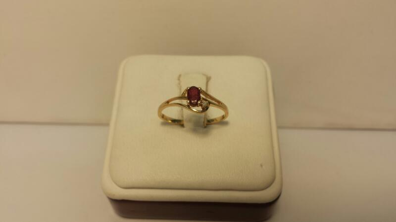 10k Yellow Gold Ring with 2 Stones - .7dwt - Size  6.5