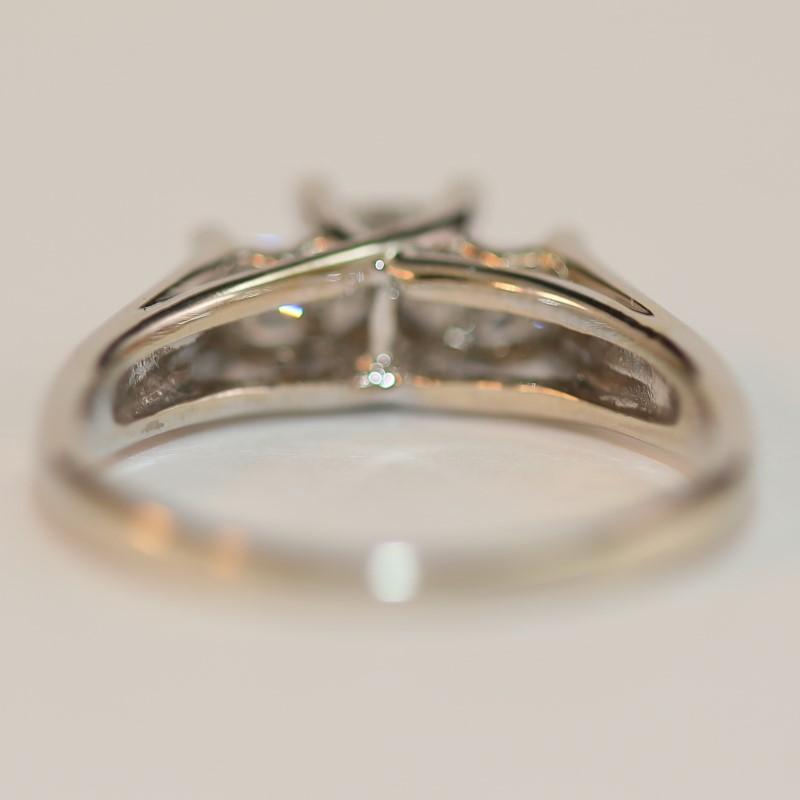 14K White Gold Princess Cut Diamod Anniversary Ring Size 8