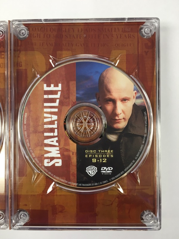 Smallville: The Complete First Season -(DVD Box Set, 2003, 6 Disc Set)