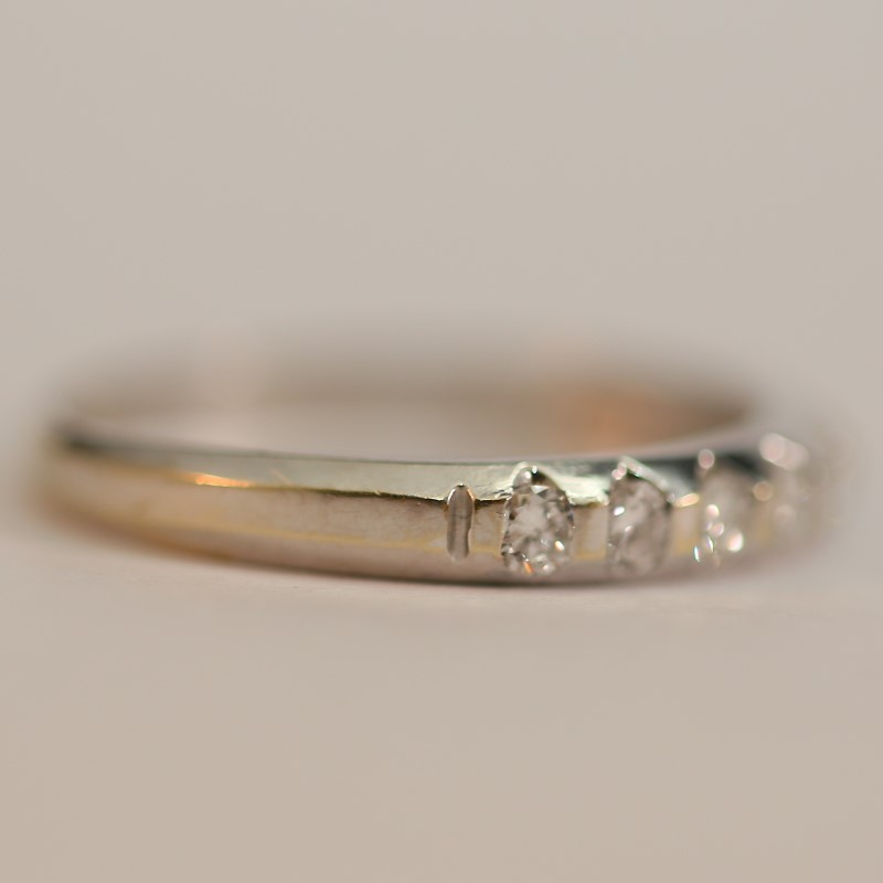 18 White Gold Round Brilliant Diamond Anniversary Ring Size 7
