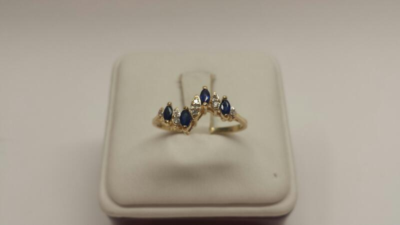 14k Yellow Gold Ring With 4 Blue Stones and 9 White Stones - 1.8dwt - Size 9.5