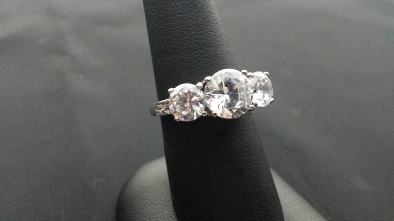 Round Cut Cubic Zirconia CZ Lady's Silver Stone Ring 925