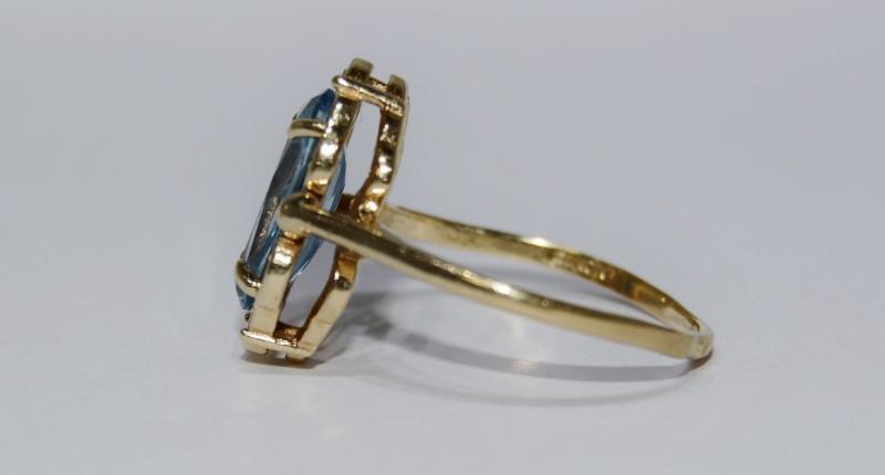 10K Yellow Gold Vintage Inspired Filigree Bezel Oval Aquamarine Cocktail Ring