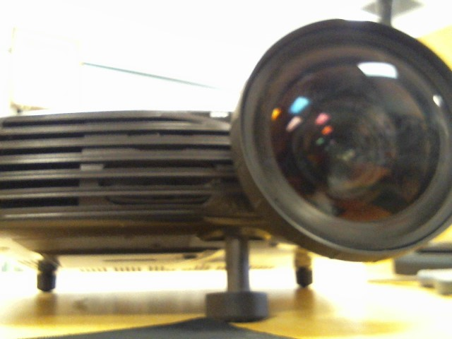 PROJECTIONDESIGN Projector DESIGN F1