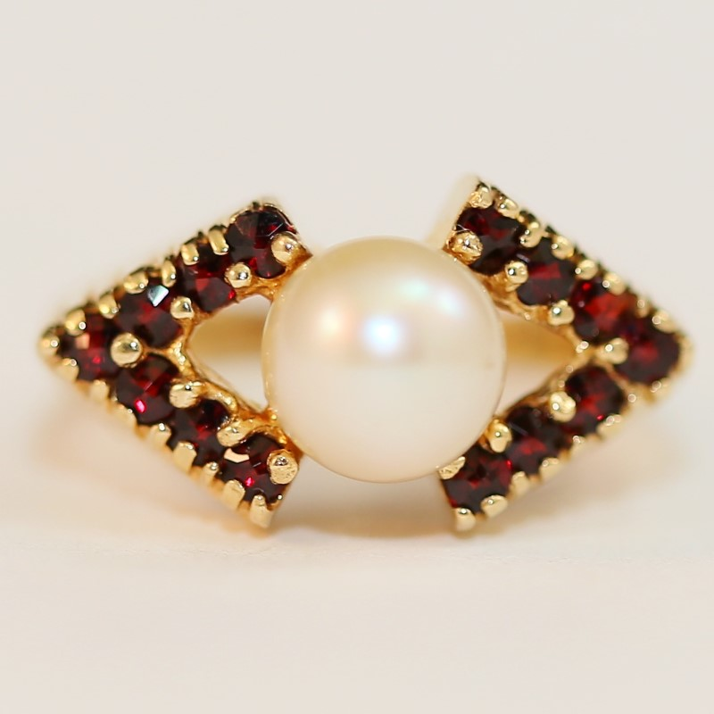 14K Yellow Gold Pearl and Red Stone Ring Size 5