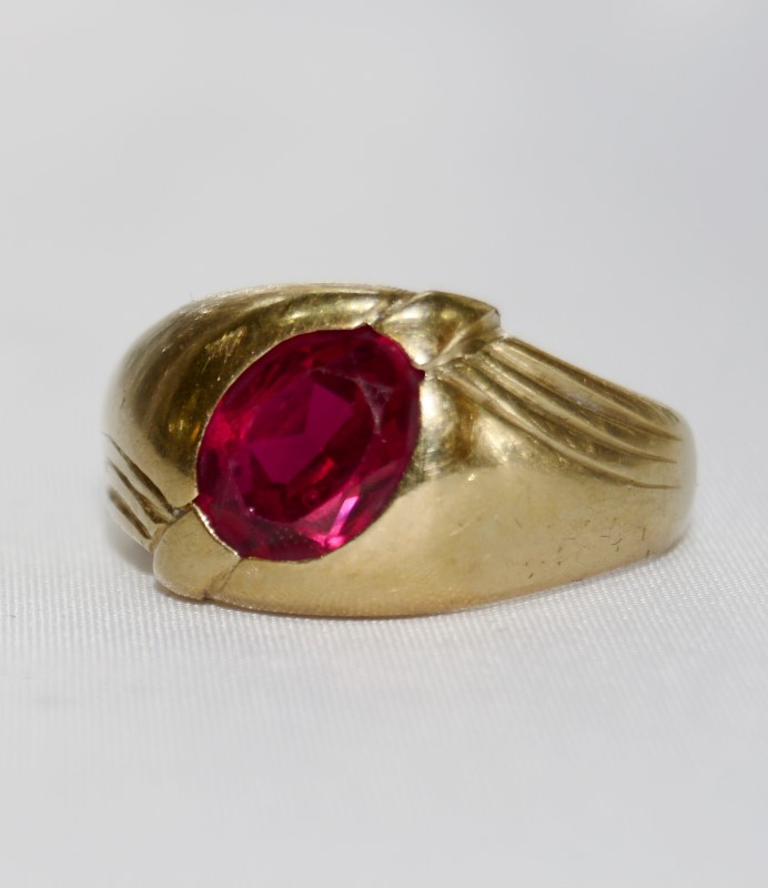 10K Yellow Gold Full Bezel Set Oval Red Stone Ring Size 9.5