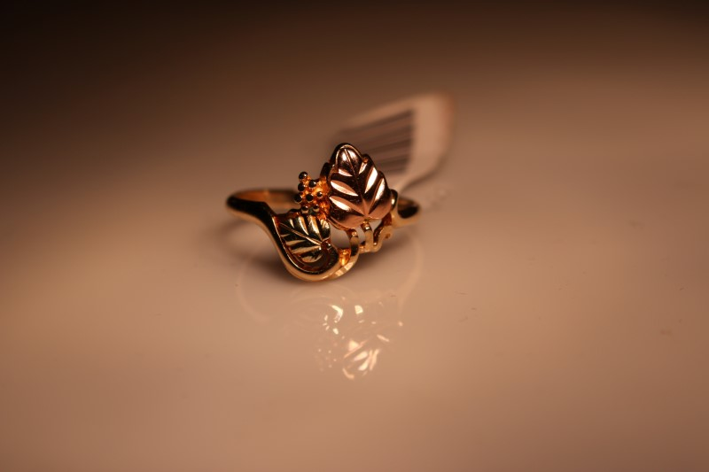 Lady's Gold Ring 10K Yellow Gold 2.18g