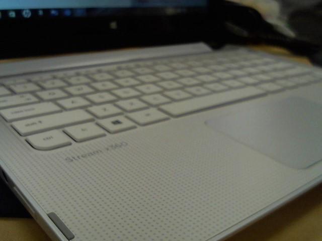 HEWLETT PACKARD Laptop/Netbook 11-P015WM