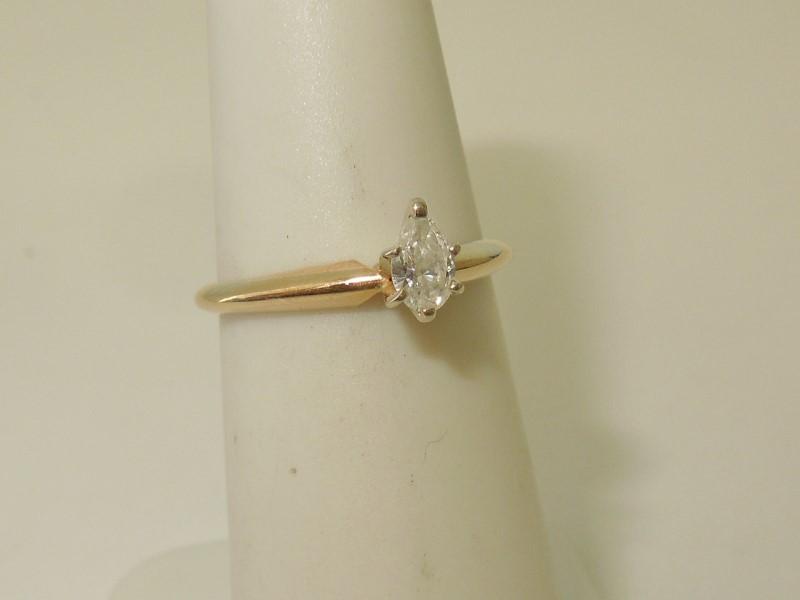 PEAR SHAPE DIAMOND ENGAGEMENT RING - 14K GOLD