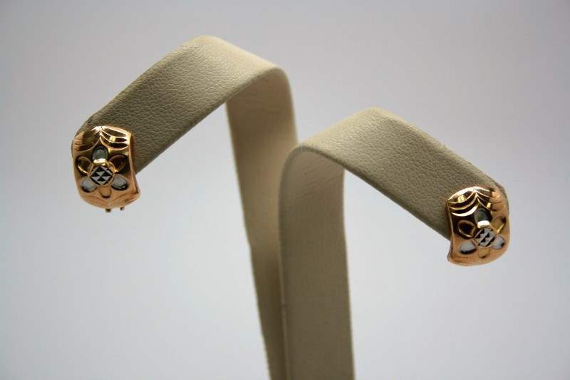 TWO TONE FLOWER DESIGN EARRINGS 18K GOLD
