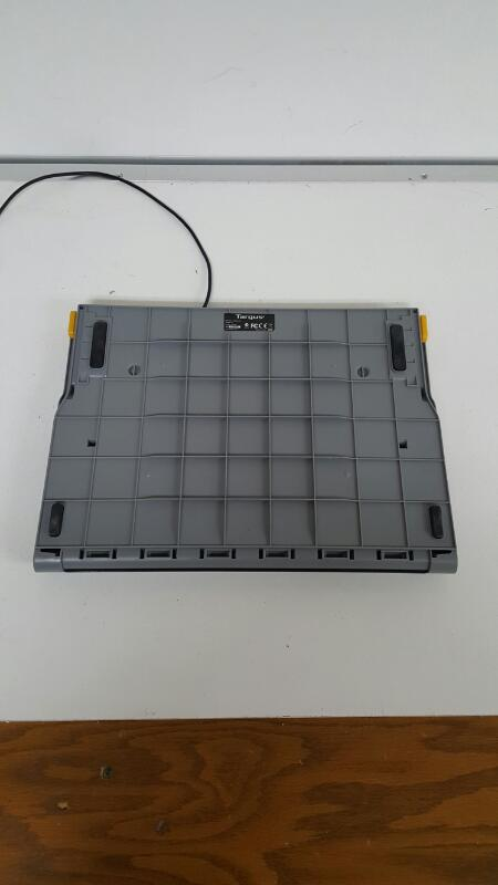 Targus Laptop Chill Mat Plus with 4-Port Hub AWE84
