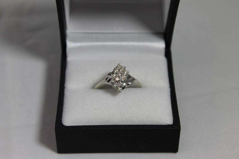 lady's 14k white gold round diamond cluster ring