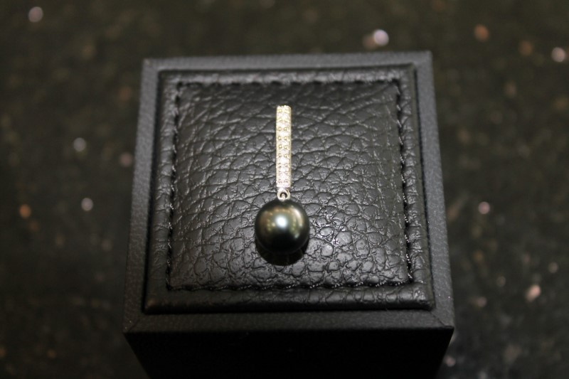 LADY'S 14K WHITE GOLD TAHITIAN PEARL WITH DIAMONDS PENDANT