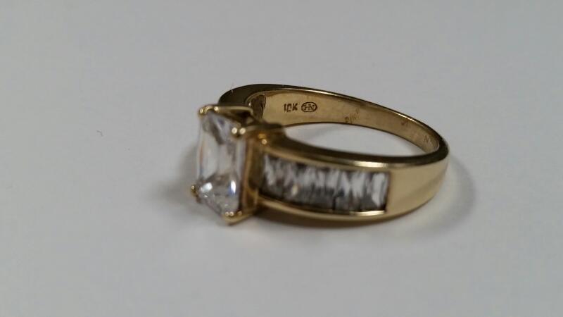 WHITE STONE LADY'S STONE RING 10K YELLOW GOLD 4.4g