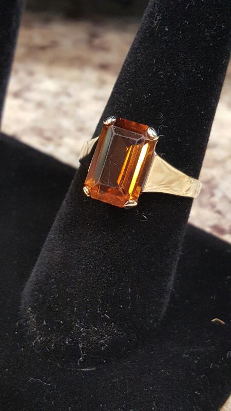 Orange Stone Lady's Stone Ring 14K Yellow Gold 2.4dwt