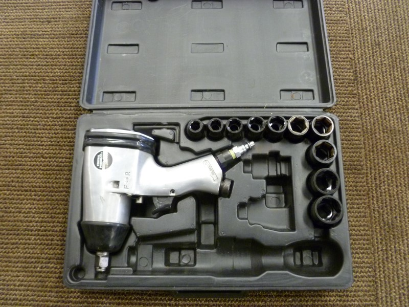 CENTRAL PNEUMATIC 33567 3/8 IN. AIR IMPACT WRENCH WITH SOCKETS AND CASE
