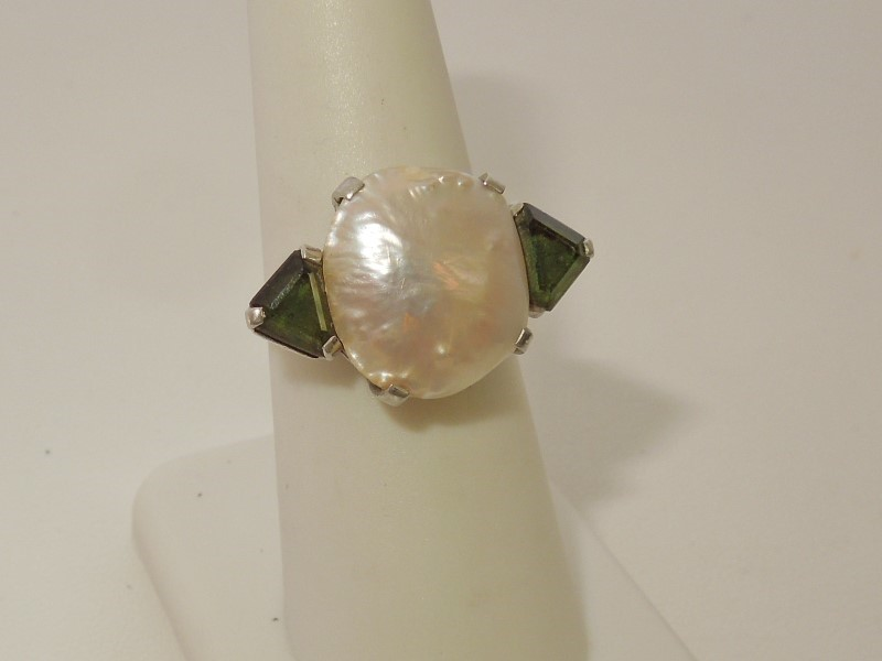 Synthetic Pearl Lady's Stone Ring 10K White Gold 8g
