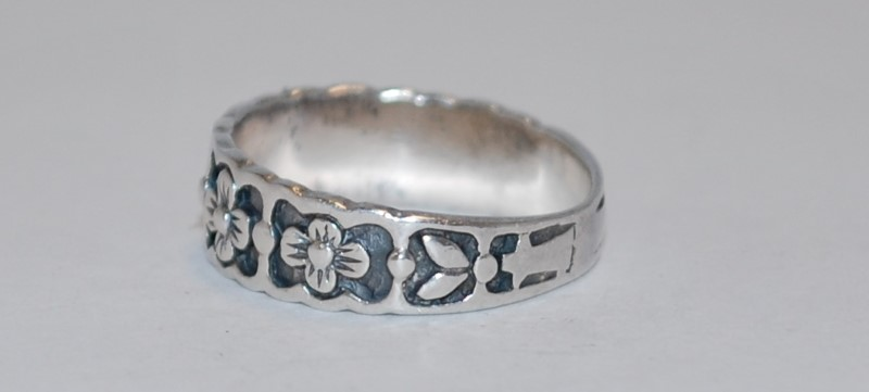 Women's Daisy Engraved Sterling Silver Ring Size 7.5