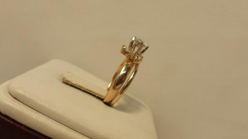 14k Yellow Gold Ring with 4 White Stones - 2.6dwt - Size 5