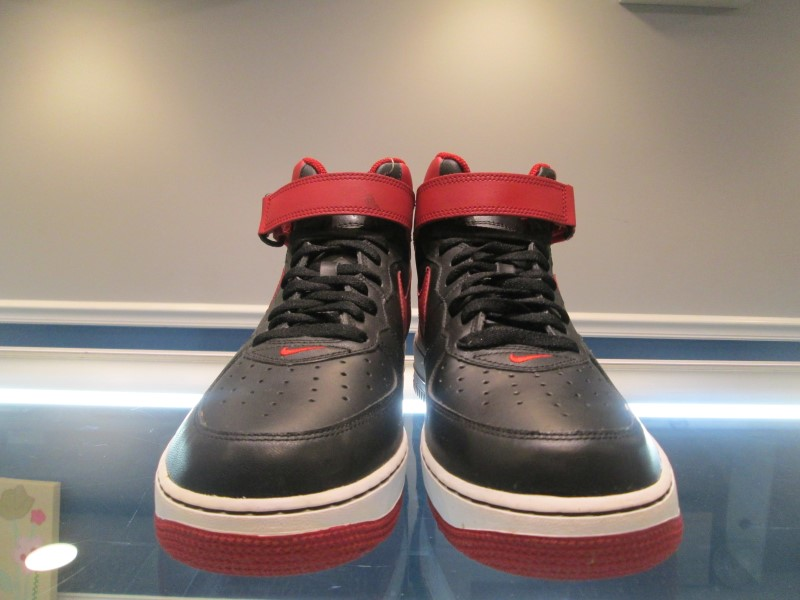 NIKE AIR FORCE 1 MD 313643 061 SIZE 11 - **NEW BUT SMELL LIKE SMOKE**