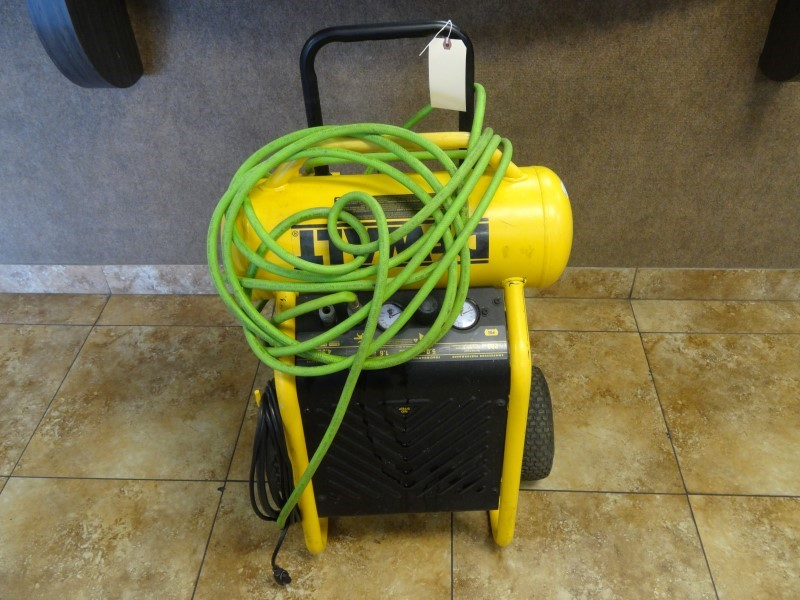 DEWALT Air Compressor D55171