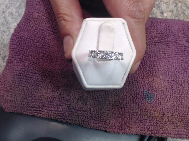 White Stone Lady's Stone Ring 10K Yellow Gold 1.5dwt