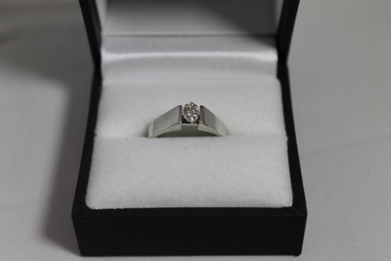lady's 10k wht gold 1-.05ct marq dia solitaire ring