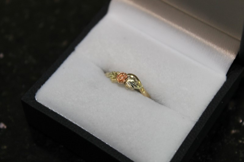 lady's yellow gold and rose gold flower sz 2.5 ring