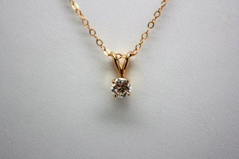 SOLITAIRE DIAMOND PENDANT 14K YELLOW GOLD