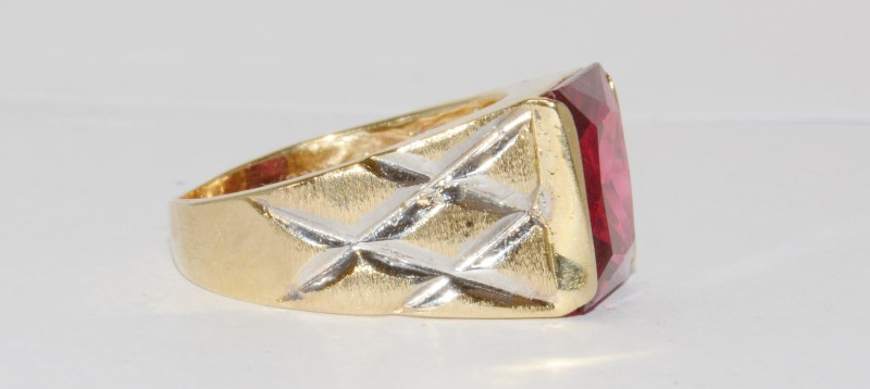 14K Men's Yellow Gold Bezel Princess Cut Red Stone Ring Size 9