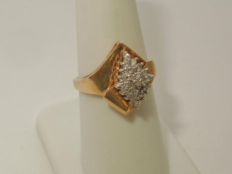Lady's Diamond Cluster Ring 25 Diamonds .25 Carat T.W. 10K Yellow Gold 3.9g