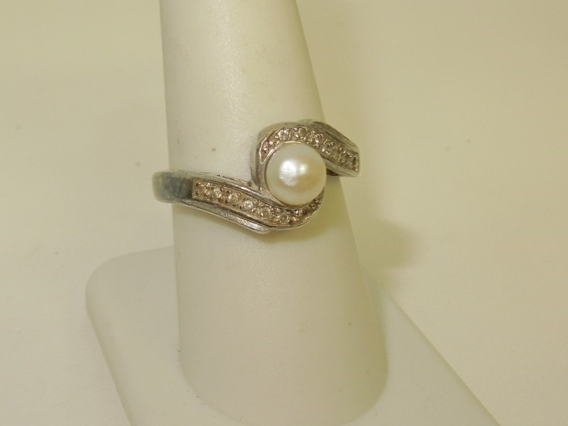 Synthetic Pearl Lady's Silver & Stone Ring 925 Silver 3.9g