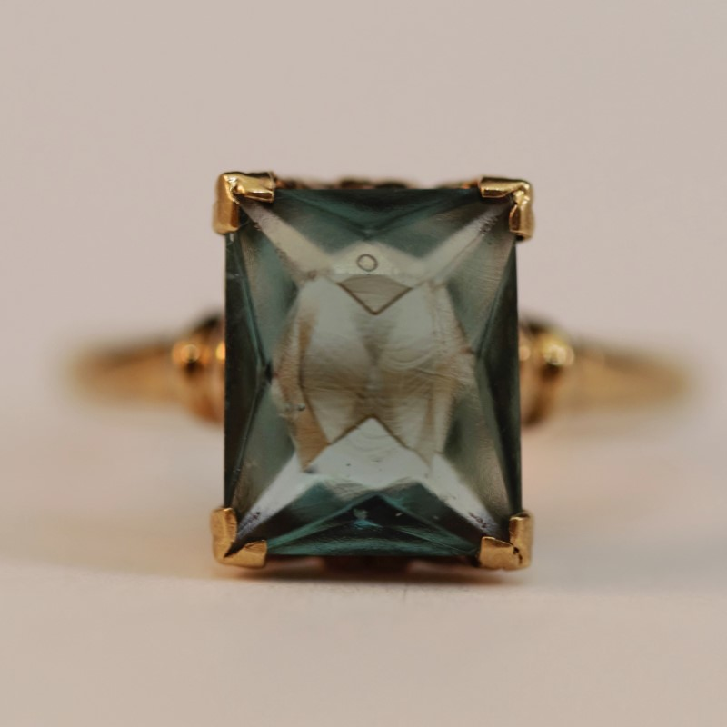19K Yellow Gold Radiant Cut Blue Stone Ring Size 5.5