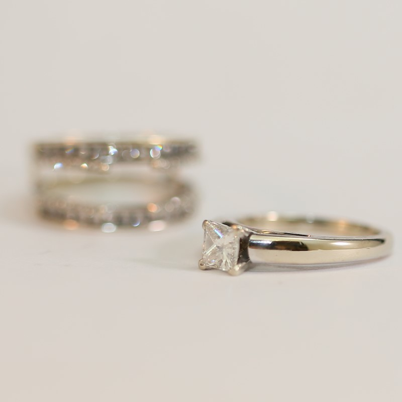 Exquisite Diamond Wedding Ring Set Size 7 Comes with Certification