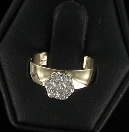 Lady's Diamond Cluster Ring 7 Diamonds .07 Carat T.W. 10K Yellow Gold 1.5dwt