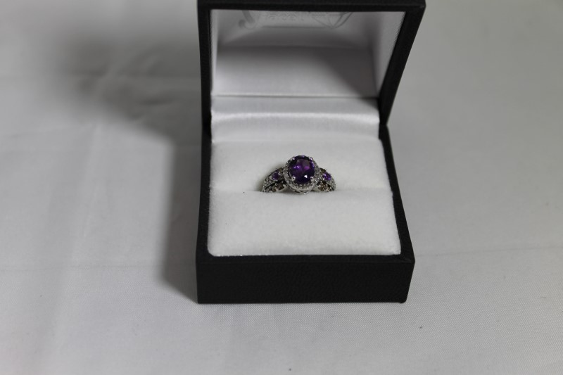 lady's 10kwg oval amethyst, rd wht and choc diamond ring
