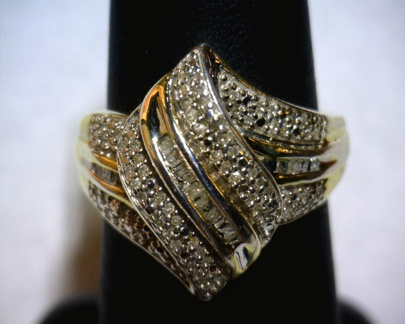 Lady's Silver-Diamond Ring 92 Diamonds .92 Carat T.W. 925 Silver 3.1dwt Size:7