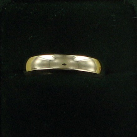 Gent's Gold Wedding Band 10K Yellow Gold 1.4dwt