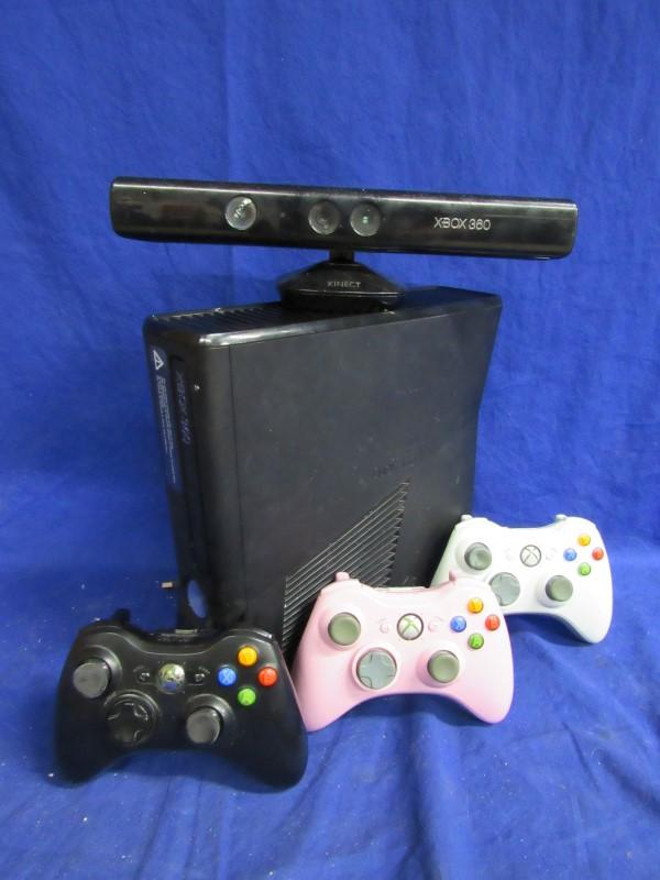 XBOX 360 - 250GB W/ KINECT & 3 CONTROLLERS