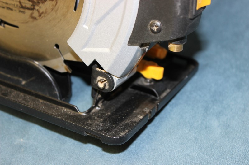 """Chicago Electric 7-1/4"""" Circular Saw with Laser Guide System - 69078"""