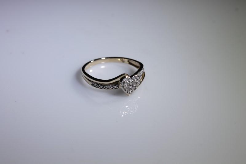 Lady's Diamond Cluster Ring 10 Diamonds .10 Carat T.W. 10K Yellow Gold 1.7g