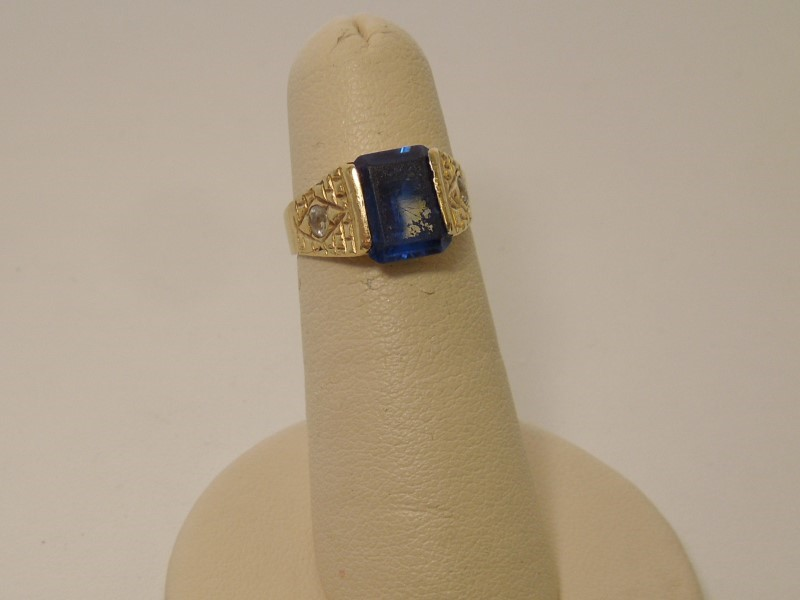 Synthetic Sapphire Gent's Stone Ring 14K Yellow Gold 2.6g