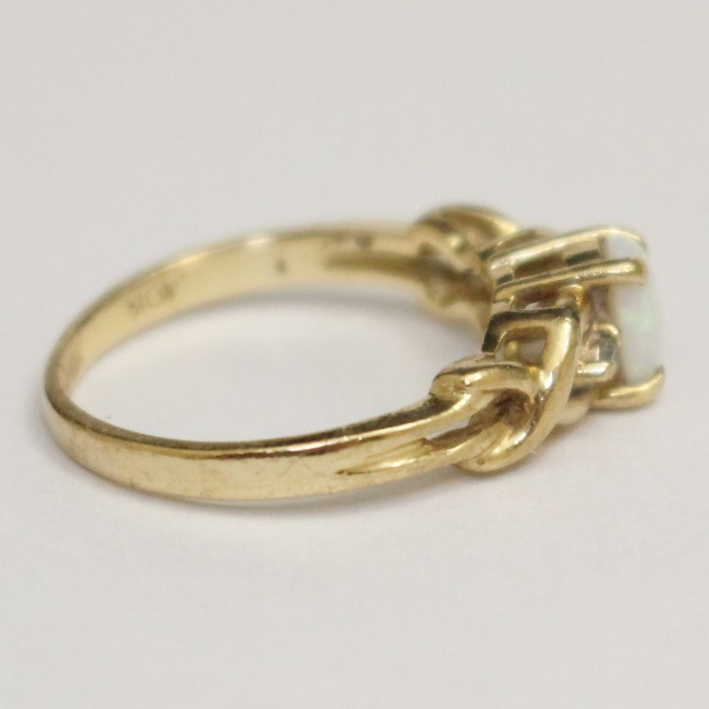 Vintage Inspired 10k Yellow Gold Twisted Opal Stone Ring Size 4.5