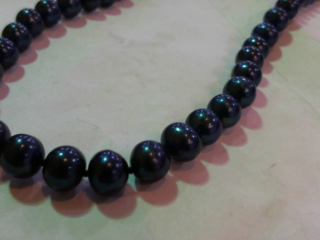 """18"""" Synthetic Pearl Strand Stone Necklace 34.3g"""