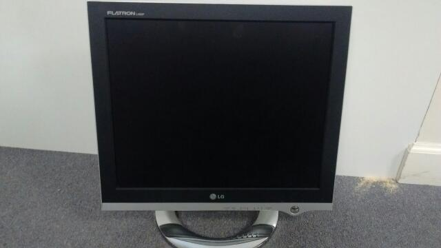 LG FLATRON MONITOR L1920P *CLEANED & TESTED*