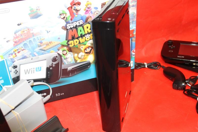 Nintendo Wii U Super Mario 3D World Deluxe Set 32 GB with Extras