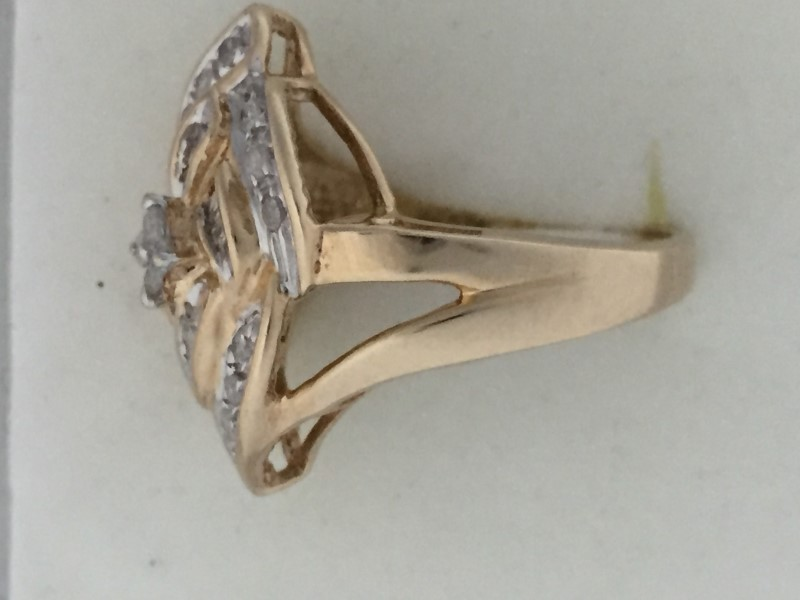 Lady's Diamond Cluster Ring (30) Assorted Diamonds, 10K Yellow Gold