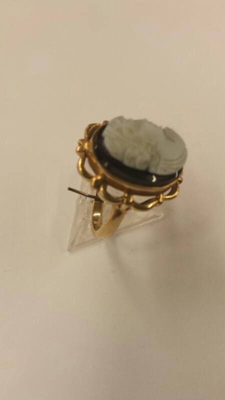 Black Stone Lady's Stone Ring 10K Yellow Gold 2.62dwt