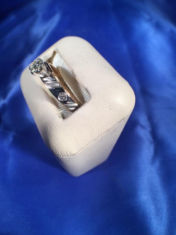 Lady's DIA Ring 14K Yellow Gold 3.3g