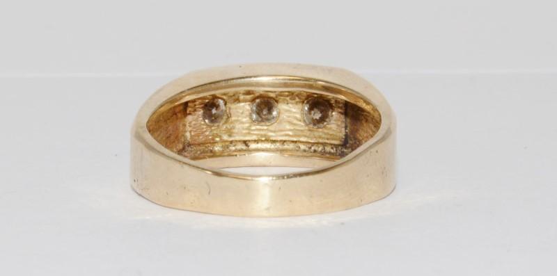 14K Men's Yellow Gold Brushed Satin Flush Prong Set Diamond Wedding Ring SZ 9